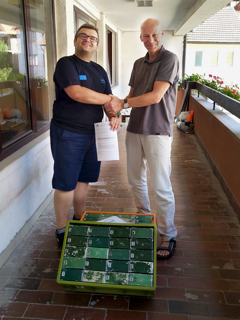 Admir Aladžuz of the Centre for karst and speleology Sarajevo (left) receives 50 Longworth live traps from the Field Study Group of the Dutch Mammal Society.